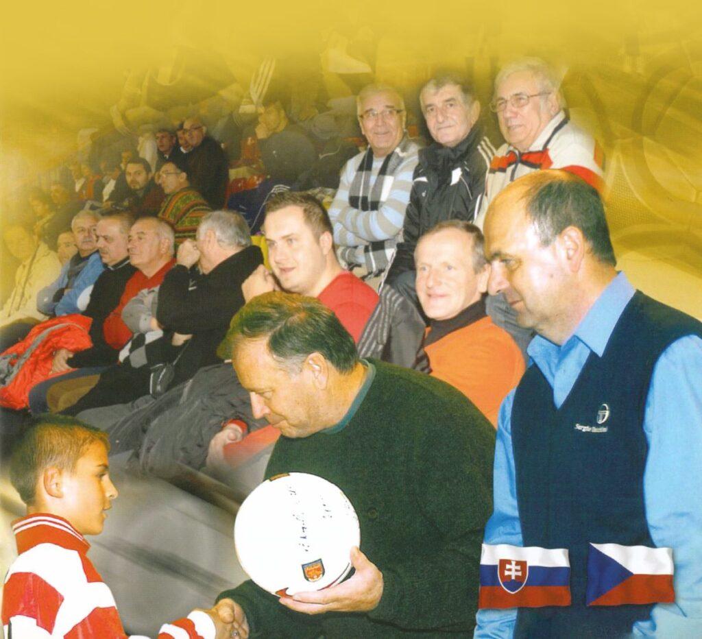 Venglos ocenuje Kasaja v 2001