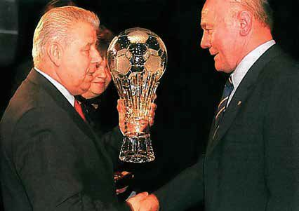 Dvaja velikani svetoveho futbalu futbalisti storocia: Masopust a Popluhar
